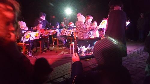 Der Auftritt der Akkordeongruppe wird gefilmt.