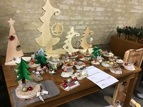 Die von den Kindern in der Werkstatt des Hortes hergestellte Holzdeko kam super an.